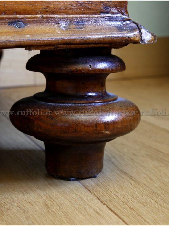 Piedi ed articoli in legno